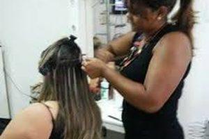como colocar mega hair Easy Resize.com  300x200 - Como colocar mega hair
