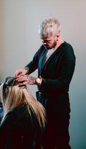 como trabalhar com mega hair1 174x300 - Como Trabalhar com Mega hair em casa