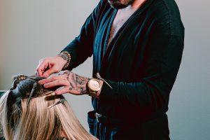 como trabalhar com mega hair1 300x200 - Como Trabalhar com Mega hair em casa
