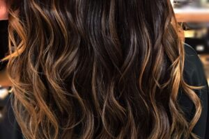 Alongamento Mega Hair Fita adesiva Salao de Beleza Moema SP 300x200 - Mega Hair e suas técnicas: Vamos falar sobre!